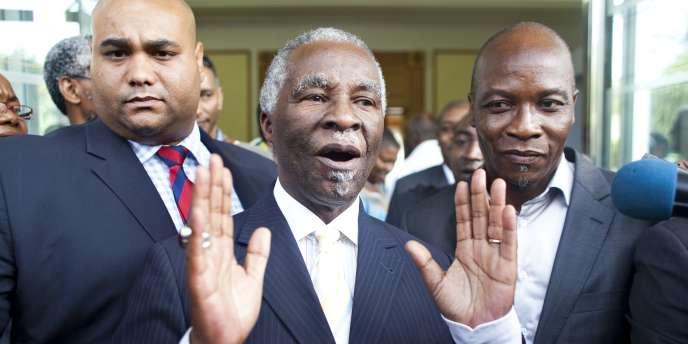 L'ancien président sud-africain Thabo Mbeki lors de son arrivée à Abidjan, dimanche 5 décembre.