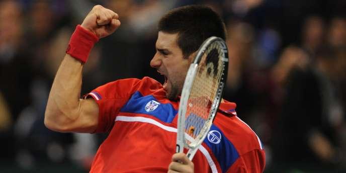 Novak Djokovic a apporté le deuxième point à la Serbie dimanche en battant Monfils.