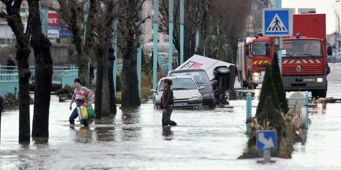 La fonte des neiges mêlée aux précipitations et à la marée haute a provoqué, dimanche matin, des inondations qualifiées d'