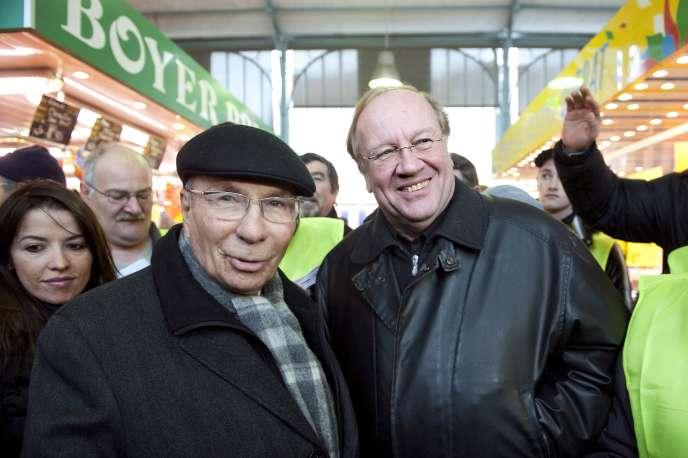 L'industriel Serge Dassault  (UMP) a dirigé la commune de Corbeil-Essonnes de 1995 à 2009. Son successeur désigné, Jean-Pierre Bechter, a été élu en décembre 2010 après invalidation de son élection en octobre 2009.