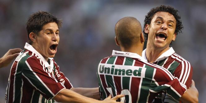 Conca, Emerson (de dos) et Fred explosent de joie après le but libérateur qui offre le titre à Fluminense, dimanche à Rio.