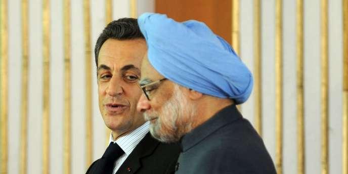 Le président français, Nicolas Sarkozy, et le premier ministre indien, Manmohan Singh, à New Delhi, le 6 décembre 2010.