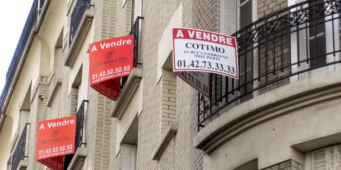 Pour se loger, ces ménages s'éloignent du centre, ou bien s'entassent dans des appartements trop petits, voire quittent l'Ile-de-France.