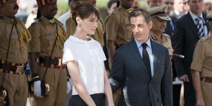 La présence de Carla Bruni-Sarkozy a accru l'attention portée par les médias indiens à la visite du président français. Ici, mardi 7 décembre, à Mumbai.