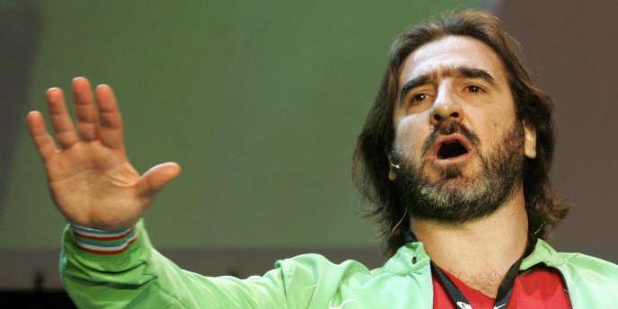 Eric Cantona a appelé les Français à retirer leur argent de la banque ce mardi 7 décembre.