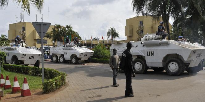 L'hôtel d'Abidjan qui sert de quartier général à Alassane Ouattara est protégé par les soldats de l'ONU.