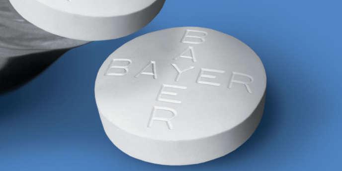 Aux Etats-Unis, le groupe Bayer a été rappelé plusieurs fois par l'agence du médicament pour des messages publicitaires vantant des vertus non agréées  lors de l'autorisation de mise sur le marché et restant discret sur les risques.