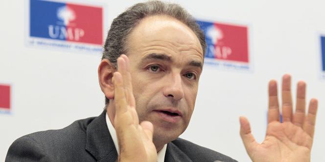 Jean-François Copé, secrétaire général de l'UMP, n'est pas favorable à une réintégration immédiate des candidats dissidents des sénatoriales.