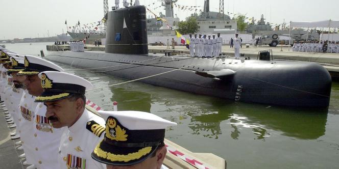 A Karachi, le 24 août 2002, lors du lancement du premier sous-marin Agosta.