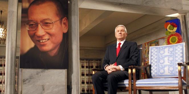 La chaise vide de Liu Xiaobo, aux côté du président du comité du Prix nobel de la paix, vendredi 10 décembre.
