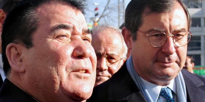 En 2005 à Ashgabat, le président turkmène Saparmourat Niazov et Martin Bouygues.