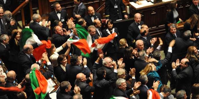 Des députés fidèles à Silvio Berlusconi manifestent leur joie après le rejet de la motion de censure à la Chambre des députés, mardi 14 décembre.