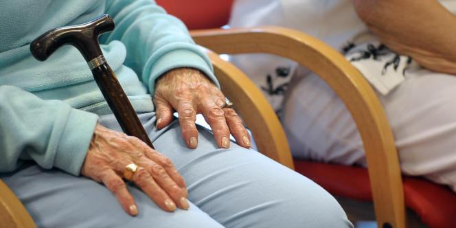 Il y a 860 000 personnes atteintes de la maladie d'Alzheimer en France. Le recours à la vidéo-surveillance est de plus en plus fréquent.