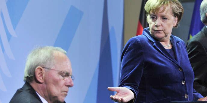 Le ministre des finances allemand, Wolfgang Schäuble, et la chancelière allemande, Angela Merkel, lors d'une conférence de presse à Berlin, le 4 novembre 2010.