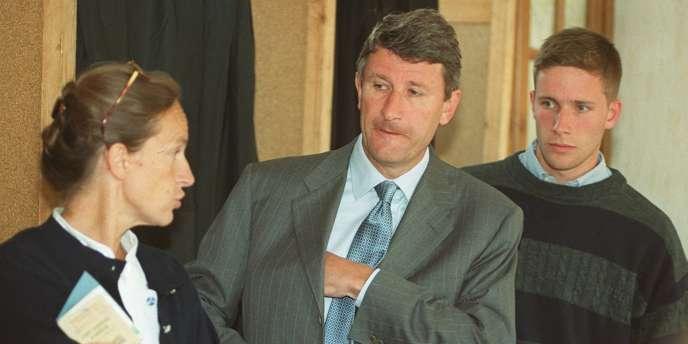 En 1999, la famille De Villiers, Dominique, Philippe et Laurent, au sortir d'un bureau de vote aux Herbiers.
