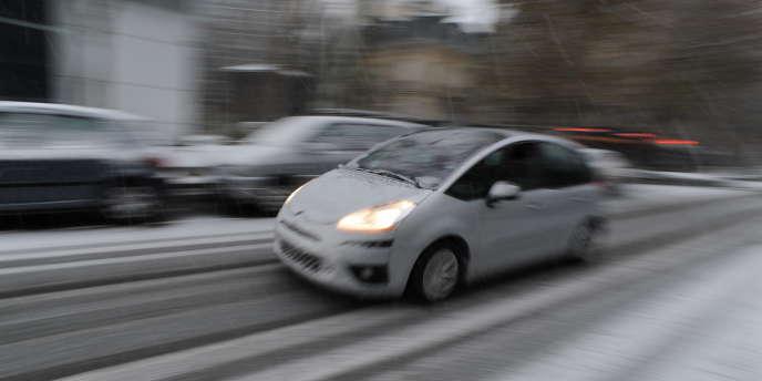 Les immatriculations de voitures neuves ont reculé de 2,1 % en 2011 en France.