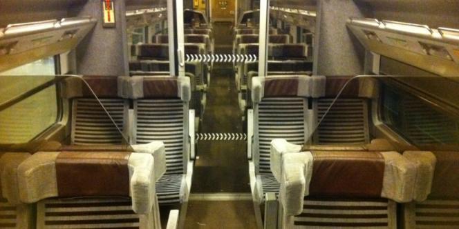 Un wagon de TGV Eurostar en partie vide, lundi soir, entre Londres et Paris.