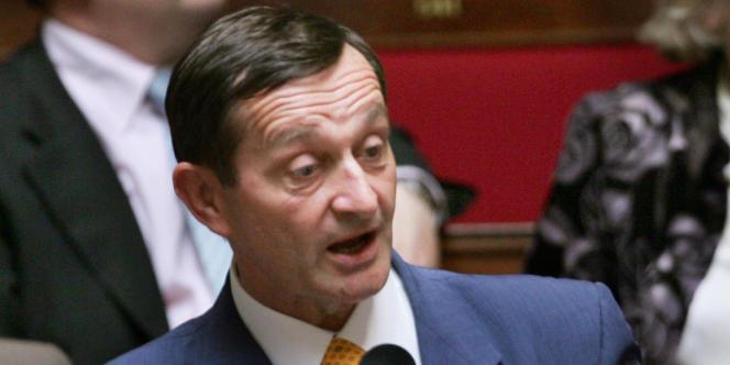 La député PS Gérard Bapt s'exprime lors des questions au gouvernement, le 31 mai 2006.