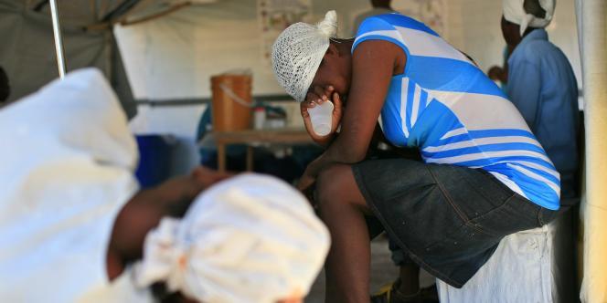 Dans un centre de traitement du choléra de la Croix-Rouge internationale, à Port-au-Prince, le 11 décembre.