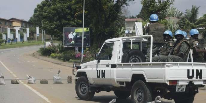 Des responsables des Nations unies en Côte d'Ivoire ont affirmé que  les forces loyales à Laurent Gbagbo les ont empêchés d'enquêter sur l'existence éventuelle de charniers à Abidjan.