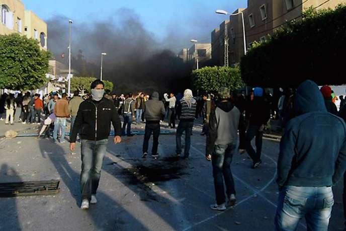 Les affrontements entre manifestants et policiers, le 23 décembre à Sidi Bouzid.