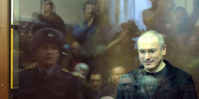 Michaïl Khodorkovski lors de l'énoncé de son jugement, le 30 décembre 2010 à Moscou.