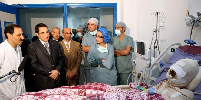 Le président Ben Ali a rendu visite à Mohammed Al-Bouazzizi sur son lit d'hôpital le 28 décembre.