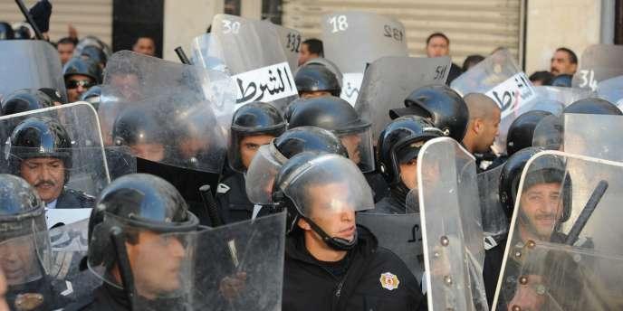 Cet incident avait provoqué une vague de manifestations dans la région de Sidi Bouzid.