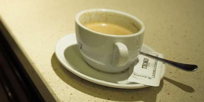 L'association Familles de France vient d'effectuer un comparatif utile pour les consommateurs de café : le budget annuel d'un consommateur peut varier du simple au triple.