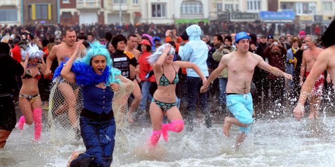 Le traditionnel bain du 1er janvier à Dunkerque.