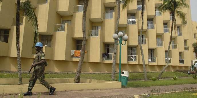 Le Golf Hôtel d'Abidjan, où Alassane Ouattara vit retranché avec son gouvernement, sous la protection de 800 casques bleus.