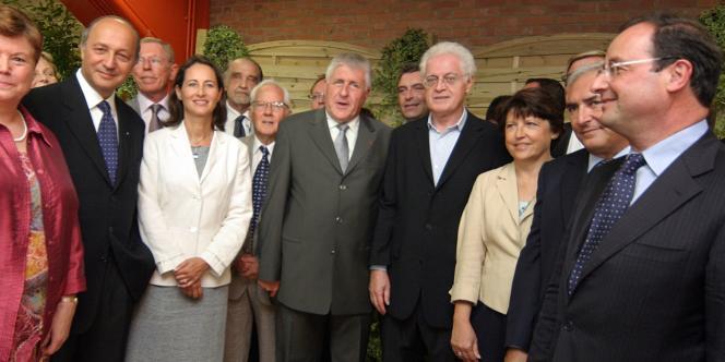 Laurent Fabius, Ségolène Royal, Lionel Jospin, Martine Aubry, Dominique Strauss-Kahn et François Hollande, en septembre 2006, autour du maire de Lens, Guy Delcourt.
