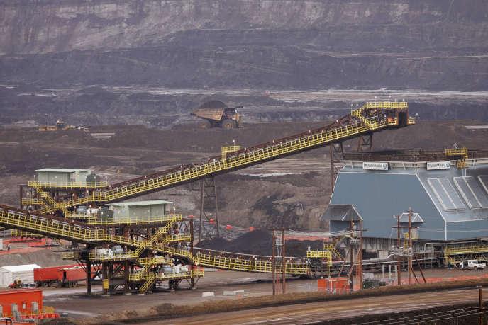 Exploitation des sables bitumineux en Alberta, Canada.