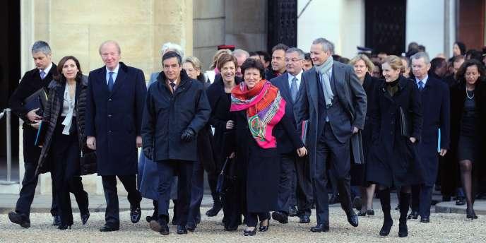 Les membres du gouvernement arrivent à pied à l'Elysée pour le premier conseil des ministres de l'année 2011, mercredi 5 janvier.
