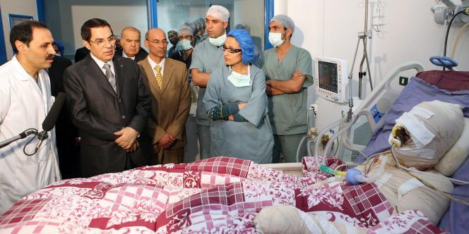 Le marchand ambulant tunisien Mohamed Bouazizi, à l'hôpital de Tunis, le 28 décembre 2010.