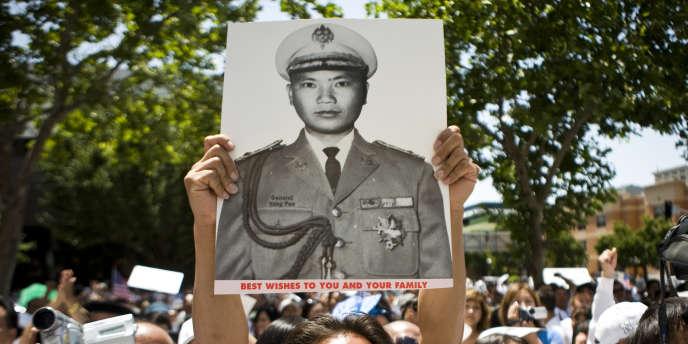 Manifestation pour soutenir Vang Pao accusé par la justice américaine de vouloir renverser le gouvernement laotien.
