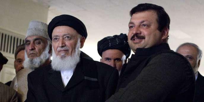 L'ex-chef de l'Etat afghan Burhanuddin Rabbani (à gauche) et le ministre des affaires étrangères pakistanais Nawabzada Malik Amad Khan à Islamabad, le 5 janvier 2011.