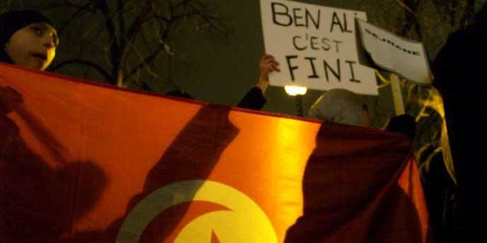 A Paris, environ 250 manifestants ont participé à un rassemblement de soutien avec le peuple tunisien.