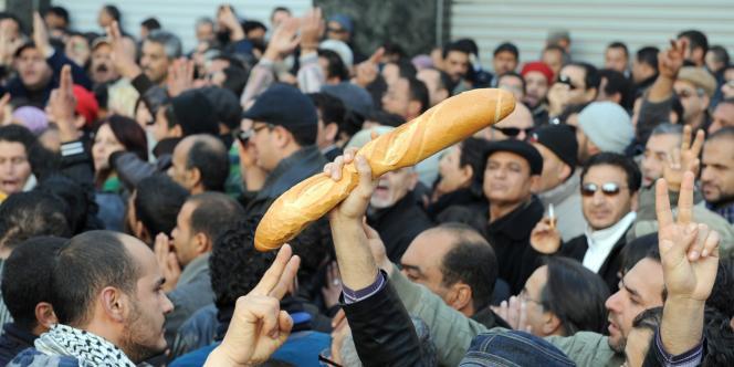 Depuis fin décembre, les mouvements se multiplient dans les régions du centre de la Tunisie mais aussi dans les grandes villes du pays.
