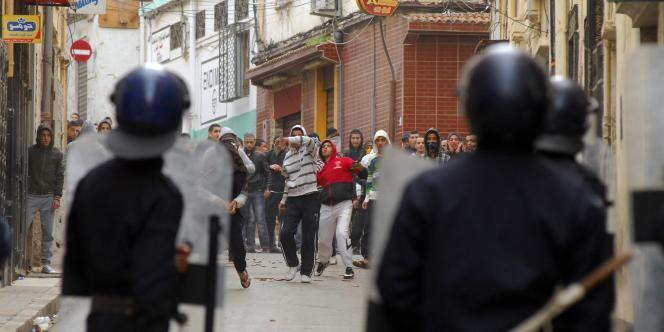 A Oran, des échauffourées ont repris vendredi 7 janvier dans le quartier du Petit-Lac, à environ 2 km de la ville.