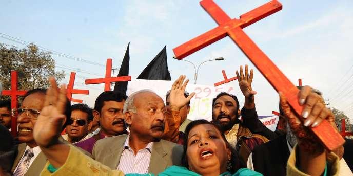 Des membres de l'Alliance chrétienne démocratique du Pakistan lors d'une manifestation de soutien à Asia Bibi, à Lahore, le 25 décembre 2010.