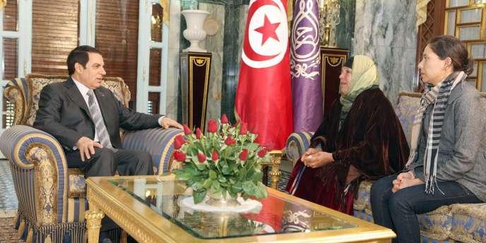 Les efforts déployés par le président Ben Ali pour montrer sa compassion à l'égard de la famille du jeune vendeur qui s'est immolé par le feu ne suffisent pas à calmer la colère des Tunisiens.
