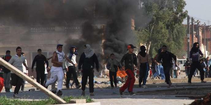 L'immolation d'un vendeur de fruits et légumes de 26 ans le 17 décembre avait provoqué une vague de protestations dans tout le pays.