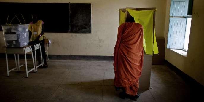 Une électrice dans un bureau de vote à Juba, au Sud-Soudan, le 10 janvier 2010.