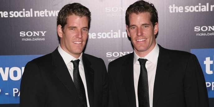 Les jumeaux Winklevoss, ici lors de l'avant-première du film The Social Network, accusent Mark Zuckerberg de leur avoir volé l'idée de Facebook.