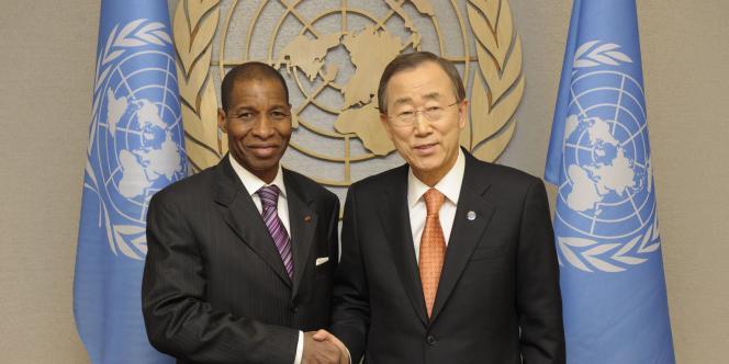 Youssoufou Bambavory, l'ambassadeur pro-Ouattara à l'ONU, et le sécrétaire général des Nations Unies, Ban Ki-moon, le 29 décembre 2010.