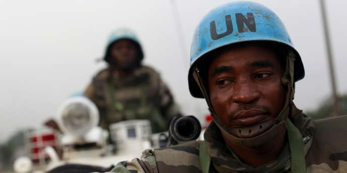 Des soldats de l'ONU dans les rues d'Abidjan, lundi 10 janvier.