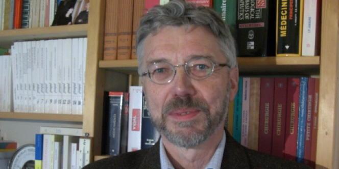 Bernard Bégaud est professeur à l'université Bordeaux II, spécialiste de pharmacovigilance.