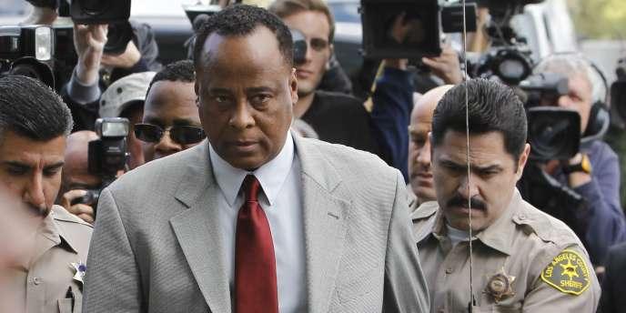 Le dernier médecin de Michael Jackson, Conrad Murray, en liberté sous caution depuis son inculpation en février 2010, comparaît devant la justice californienne, depuis le 27 septembre 2011.