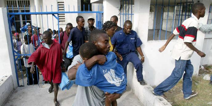 Nombreux sont les habitants d'Haïti qui cherchent à fuir leur pays depuis le séisme.